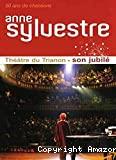 Anne Sylvestre au théâtre du Trianon à Paris en septembre 2007